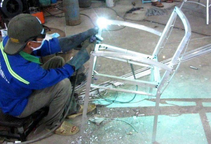 Sản xuất bàn ghế cafe nhựa giả mây 2A30 khung nhôm sơn tĩnh điện đan sợi mây nhựa kháng uv