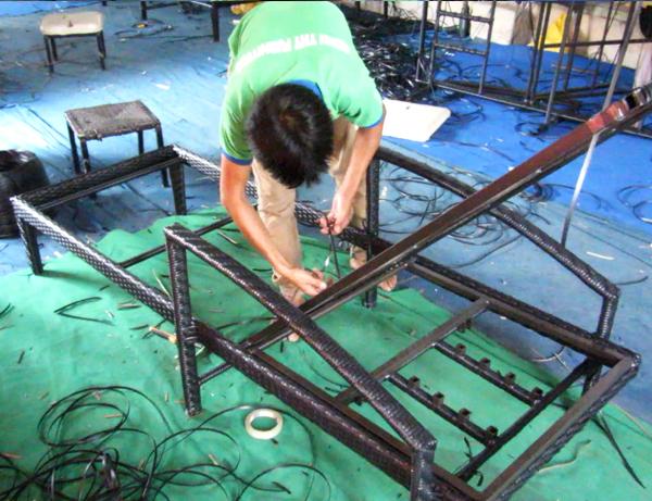 Hướng dẫn sản xuất ghế hồ bơi 412 lắp ráp và đóng gói sản phẩm tại xưởng đan mẫu nội thất Minh Thy