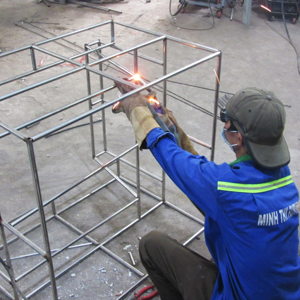 Sản xuất khung inox bàn ghế sofa nhựa giả mây sân vườn tại xưởng cơ khí Minh Thy Furniture
