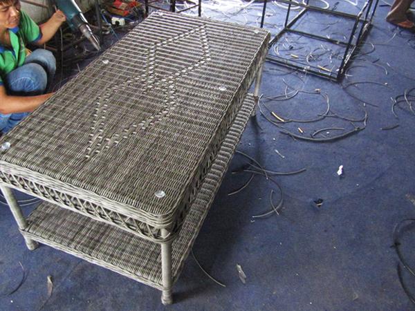 Hướng dẫn đan bàn sofa nhựa giả mây mt1a9 tại xưởng đan mẫu Minh Thy Furniture