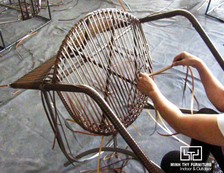 Cách đan ghế nhựa giả mây sân vườn MT2A29