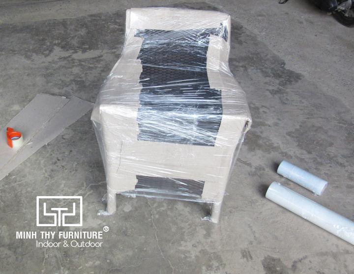 Làm cách nào để đóng gói một chiếc ghế nhựa giả mây sân vườn an toàn nhất?