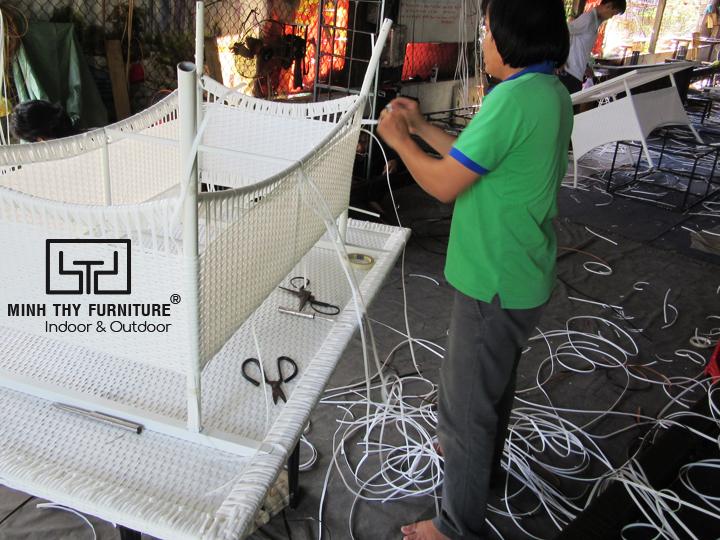 Mất bao lâu để đan hoàn thành một chiếc bàn ăn nhựa giả mây