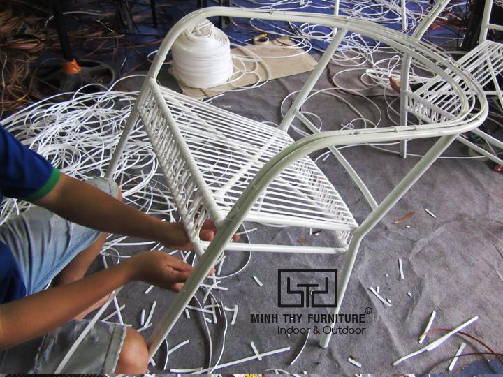 Cách Minh Thy Furniture sản xuất những mẫu ghế cafe mây nhựa chất lượng