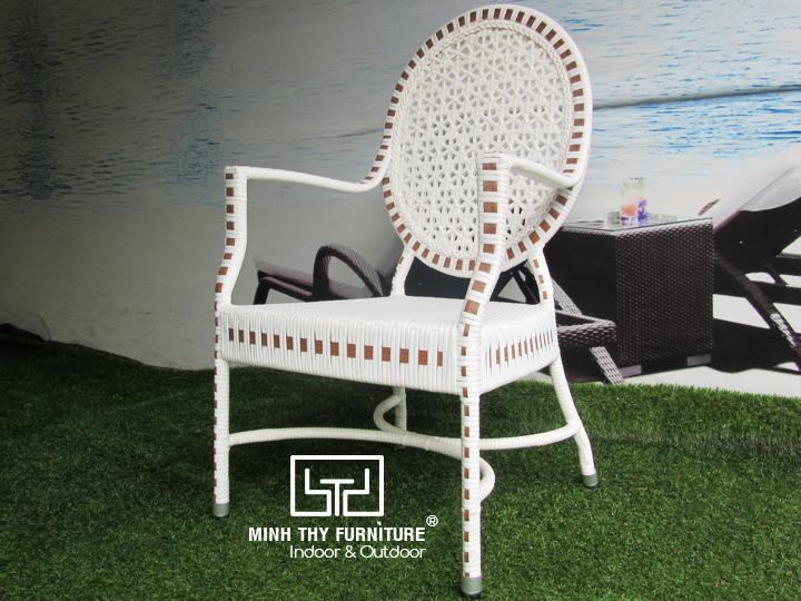 Sản xuất sản phẩm ghế giả mây sân vườn theo mẫu của khách hàng