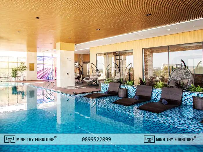 Thanh Mai Hotel chon ghe ho boi nhua gia may minh thy 4