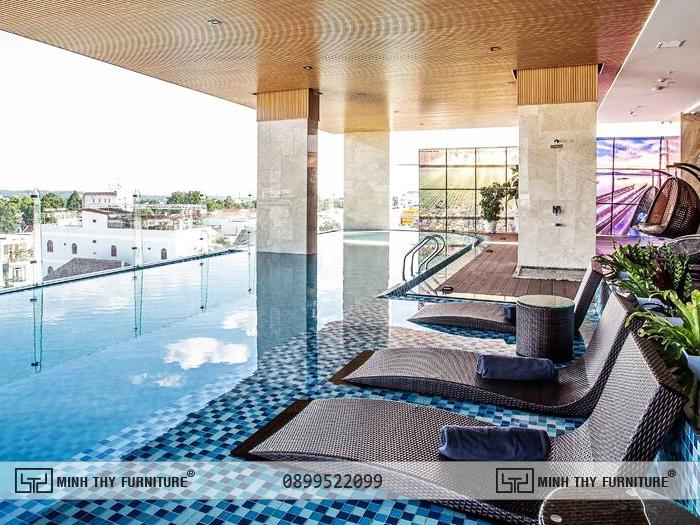 Thanh Mai Hotel chon ghe ho boi nhua gia may minh thy 5