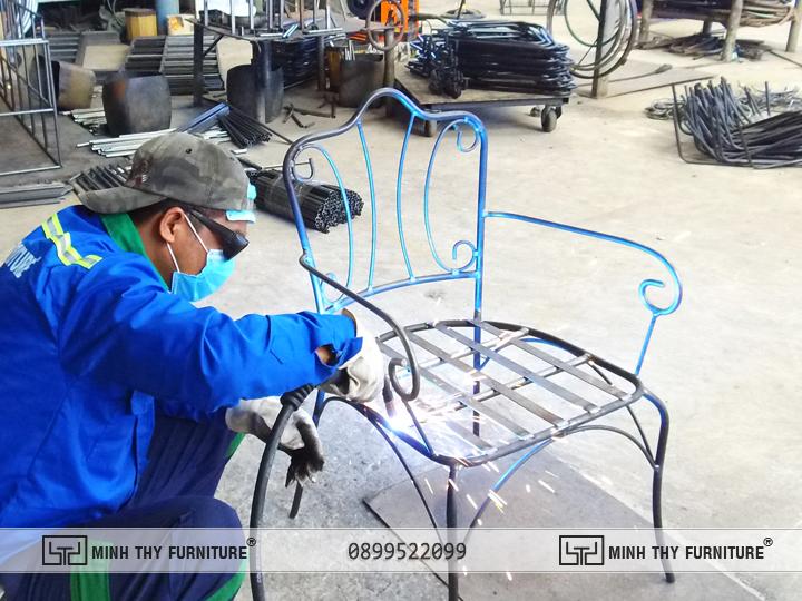 Công đoạn Hàn Kín ghế sắt nghệ thuật