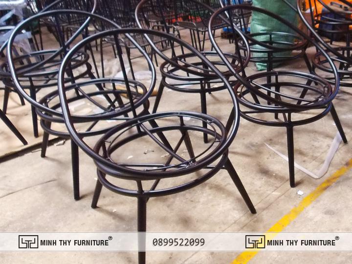 Sơn Tĩnh Điệnkhung Bàn ghế nhựa giả mây ban công MT2A158