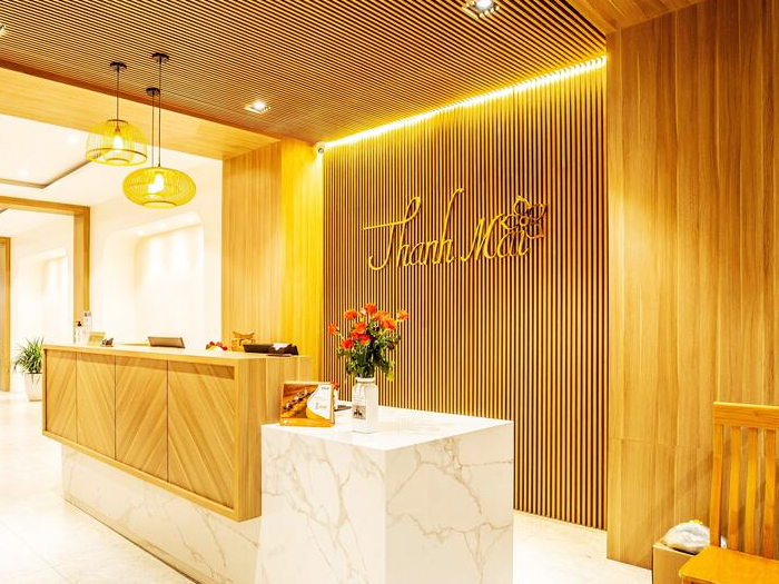 Thanh Mai Hotel chon ghe ho boi nhua gia may minh thy