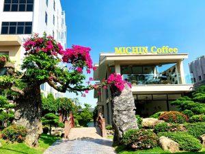 ban ghe cafe nhua gia may tai Michin Coffee